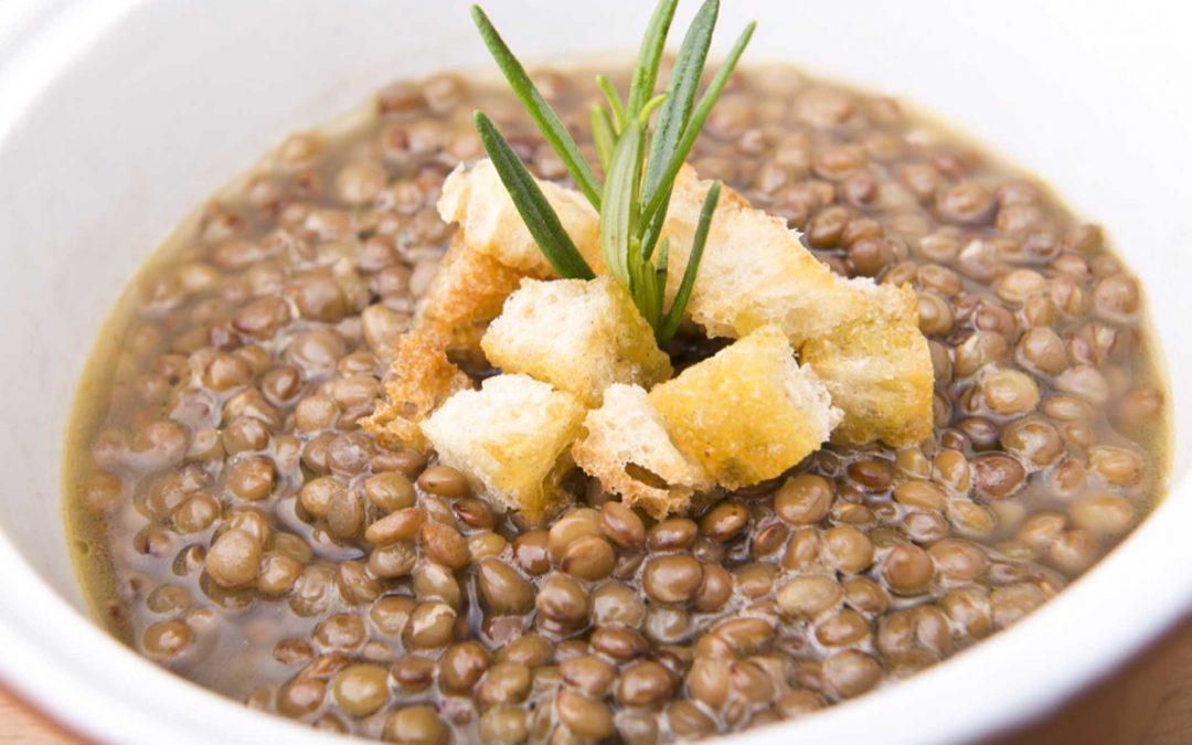 Zuppa di Lenticchie di Santo Stefano con crostini di Pane di Castel del Monte